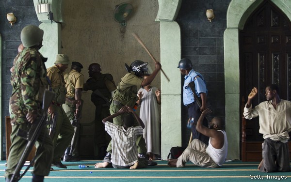 Police officers storm the Masjid Musa Mosque and detain alleged jihadist radicals in the Majengo area of Mombasa on 2February 2014. (Getty Images)